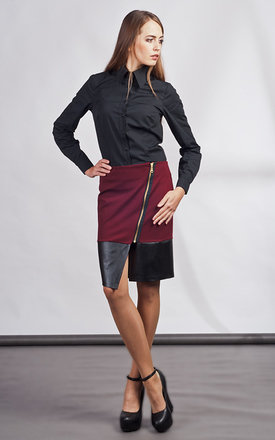 Red asymmetric skirt by Lanti Product photo