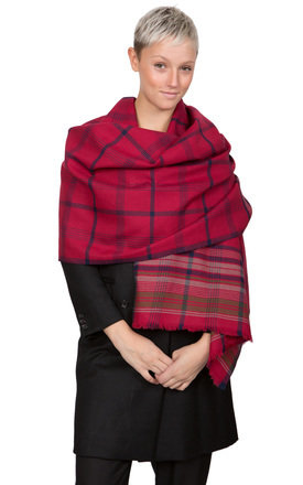 Handwoven merino wool scarf tartan checks red by likemary Product photo