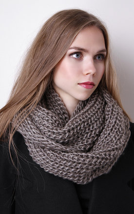 Taupe chunky knit infinity scarf by Liquorish Product photo