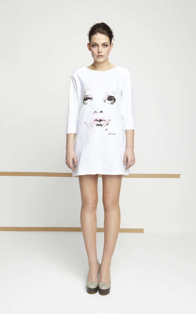 White Tunic With Printed Face by EWA ZWOLINSKA