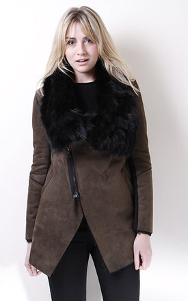 Suede jacket with detachable fur collar by Liquorish Product photo