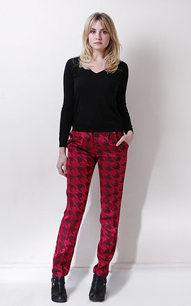 Wine houndstooth trousers by Liquorish Product photo