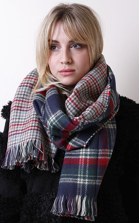 Tartan and houndstooth scarf by Liquorish Product photo