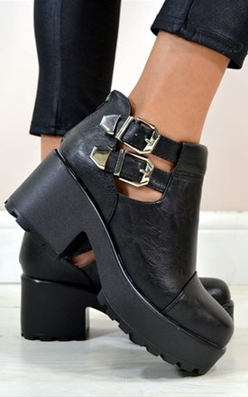 Kimi cut out double buckle ankle boots by NAOMISHU Product photo