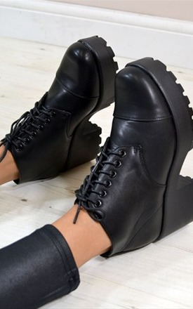 Kyle retro style lace up ankle boots by NAOMISHU Product photo