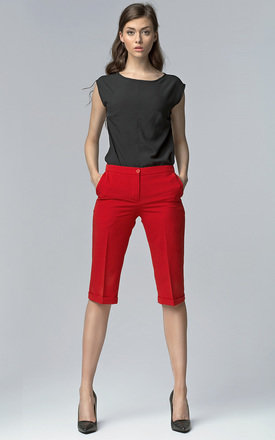 Red cropped trousers by Lanti Product photo