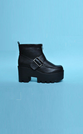 Black platfrom boots by Daze Product photo