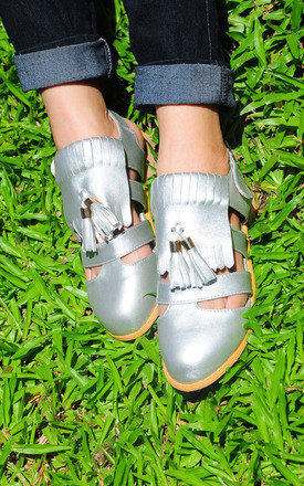 Goldy sliver tassel ball flats by SEIRA ELVES Product photo