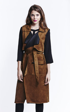 Sleeveless tan suedette trench coat by Liquorish Product photo