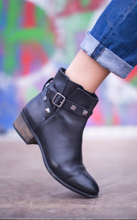 Selene boots by Artemisia Product photo