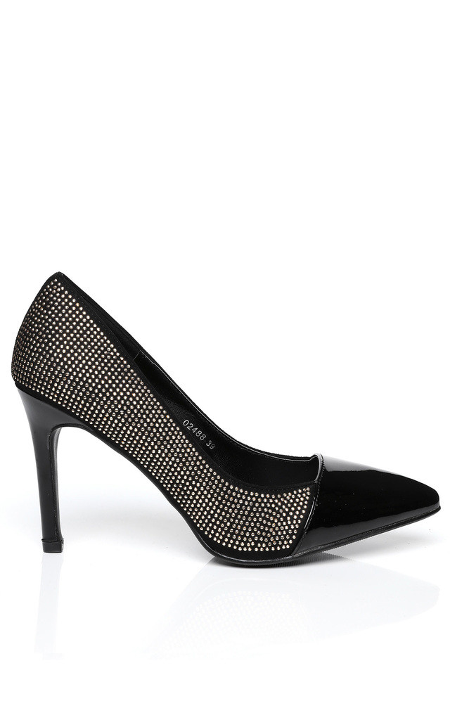 GOLDEN STUDS EMBELLISHED BLACK PATENT SHOES by Jezzelle