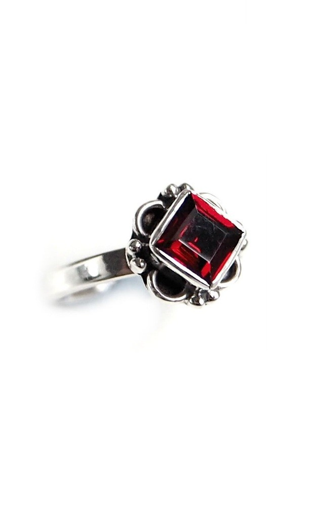 STERLING SILVER GARNET FLORENCE RING by BlackMoon
