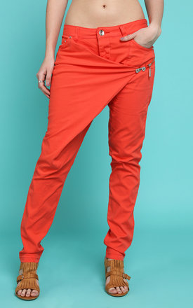 Large Front Crossover Jeans by Jezzelle