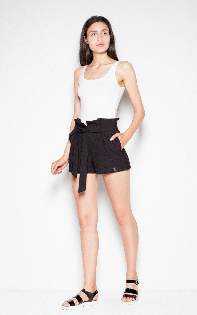 Black shorts with a high waist and a decorative frill by Venaton