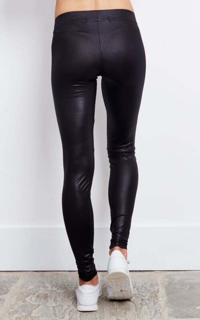 BLACK LEATHER LOOK LEGGINGS by Noisy May