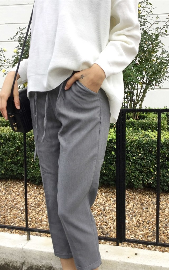 Grey cigarette trousers with elastic waist by Daze
