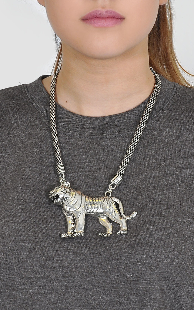 Tiger knecklace by The Left Bank