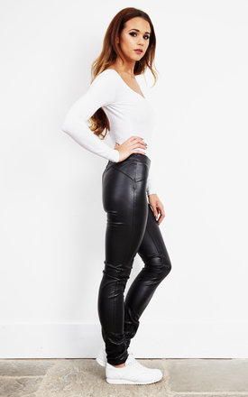Leggings In Black Leather Look by Noisy May Product photo