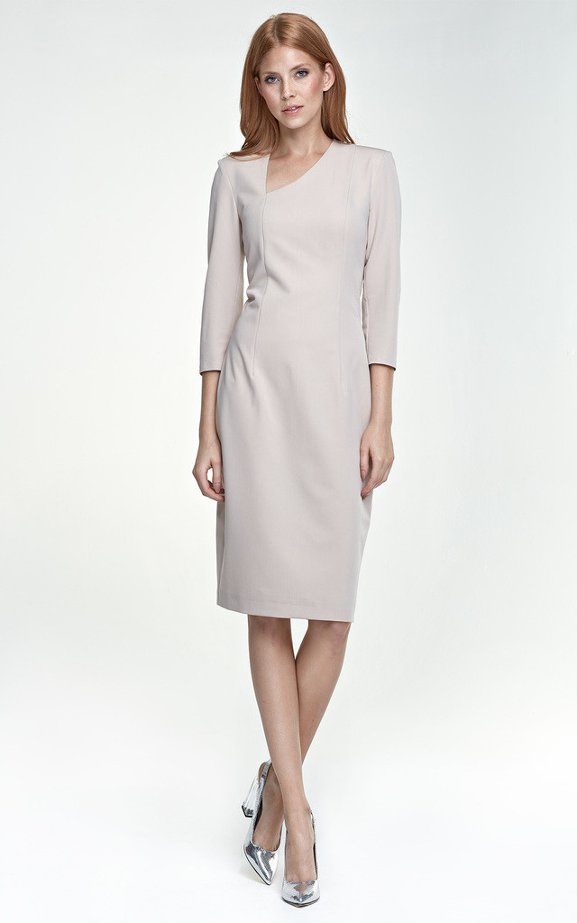 Dress with a beautiful neckline by so.Nife
