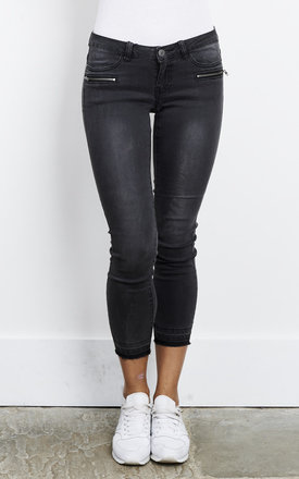 BLACK NMEVE ZIP ANKLE JEANS by Noisy May
