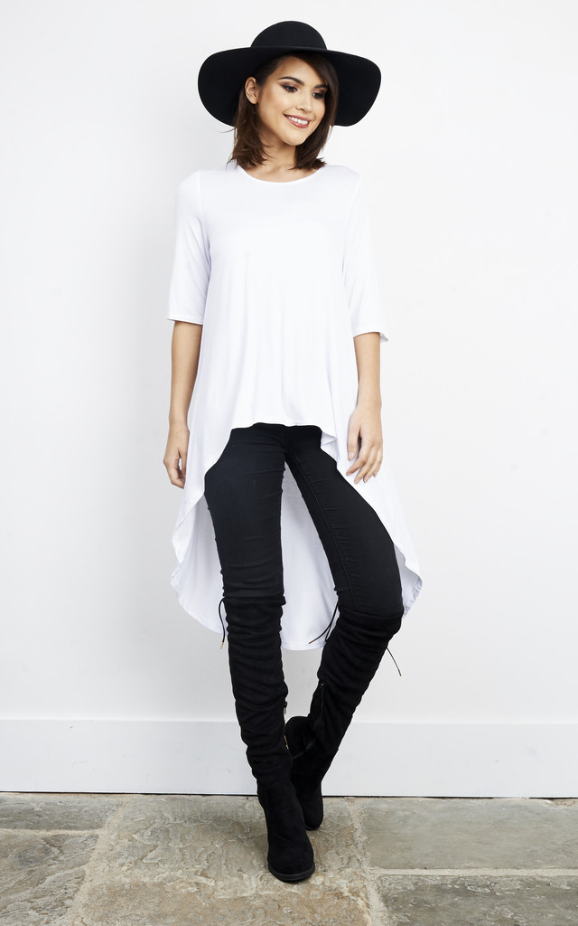 WHITE SHORT FRONT LONG BACK SHORT SLEEVE by Glamorous