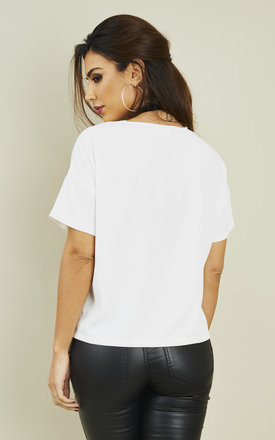SHORT SLEEVE TOP WITH FRONT POCKET by Noisy May