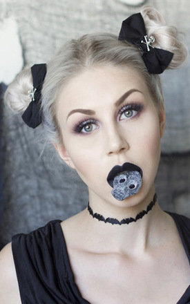 Black Skull and Crossbones Hair Bow Set by LULU IN THE SKY