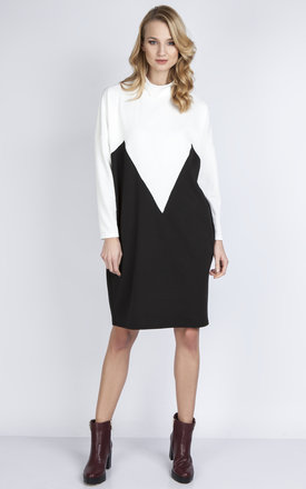 Loose two-tone dress ecru/black by Lanti