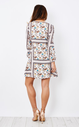 CREAM FLORAL LONG SLEEVE DRESS by Glamorous