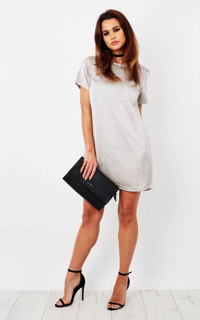GREY SHORT SLEEVE DRESS WITH FRONT POCKET by Glamorous