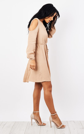 STONE COLD SHOULDER BUTTON TIE DRESS by Glamorous