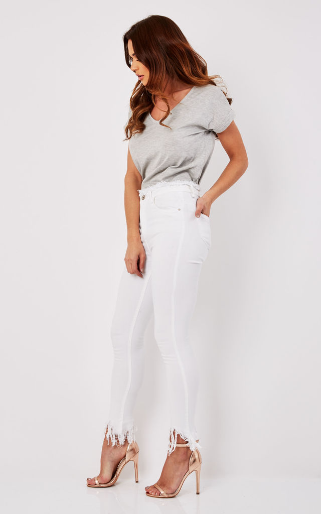 Anzia Super Skinny Frayed Denim Jeans In White by Frontrow Limited