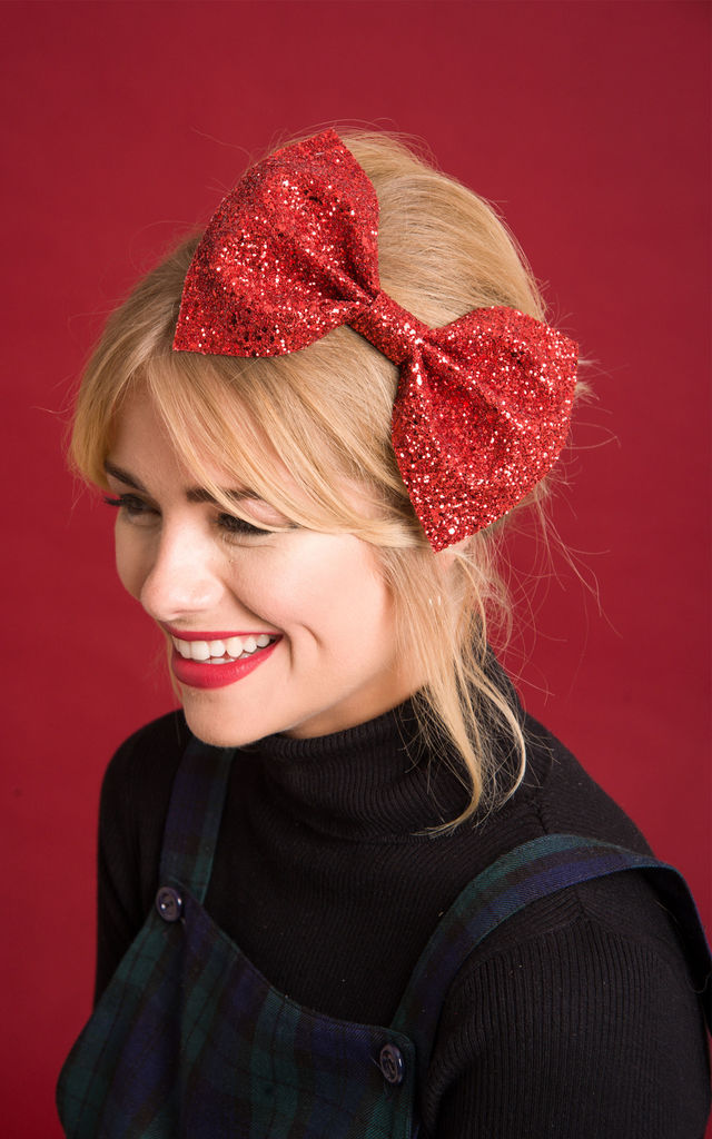 Red Glitter Bow by Stephanieverafter