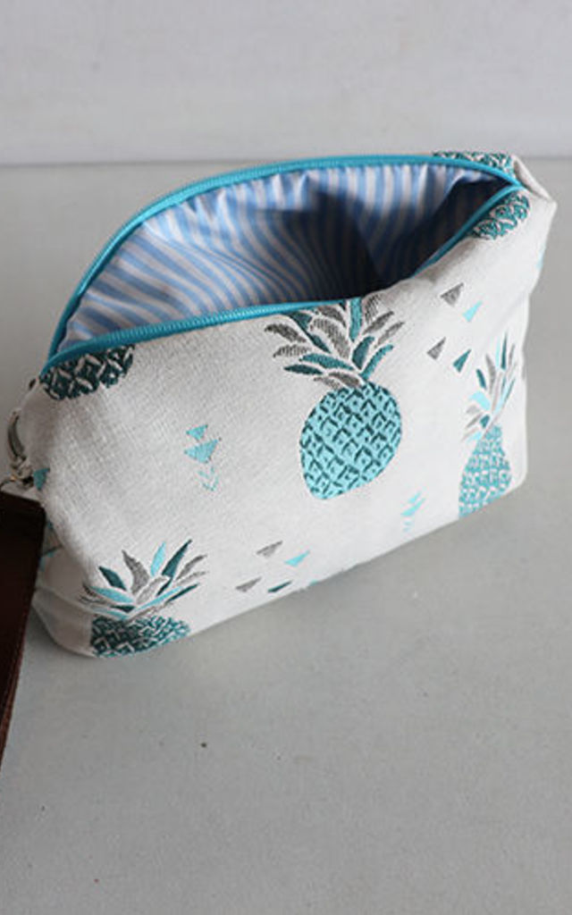BLUE PINEAPLE CANVAS by THE CODE HANDBAGS