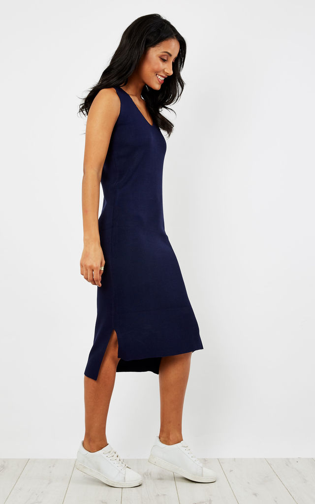 Knee length knitted v-neck dress with dip hem by Paisie