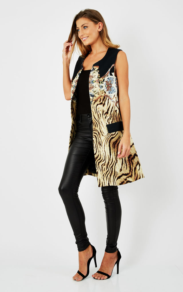 Leopard printed overcoat with front pockets by D.Anna