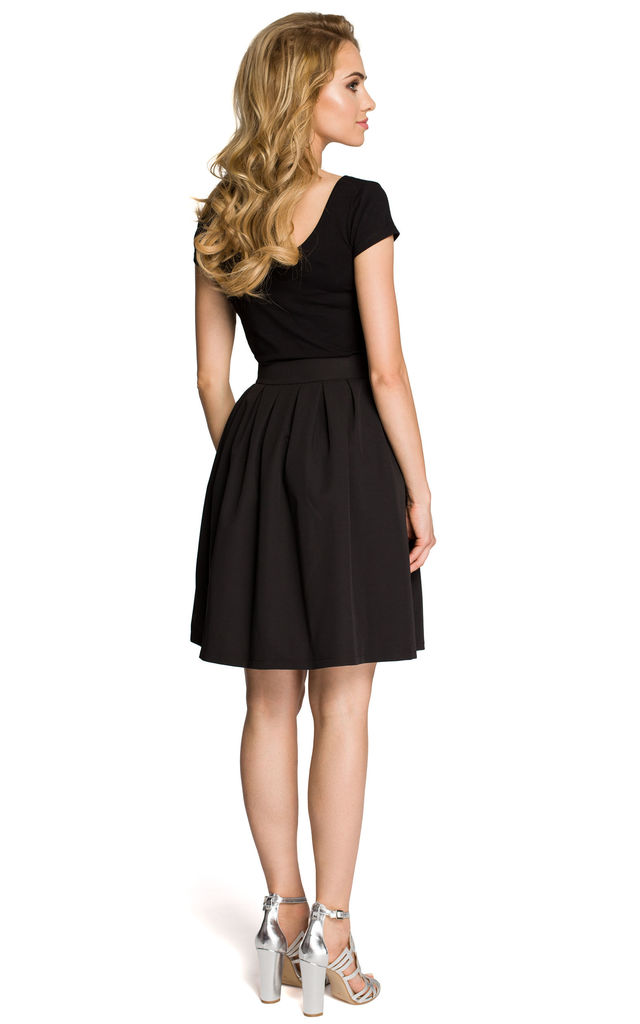 Black classic knee-length pleated skirt with high waist by MOE