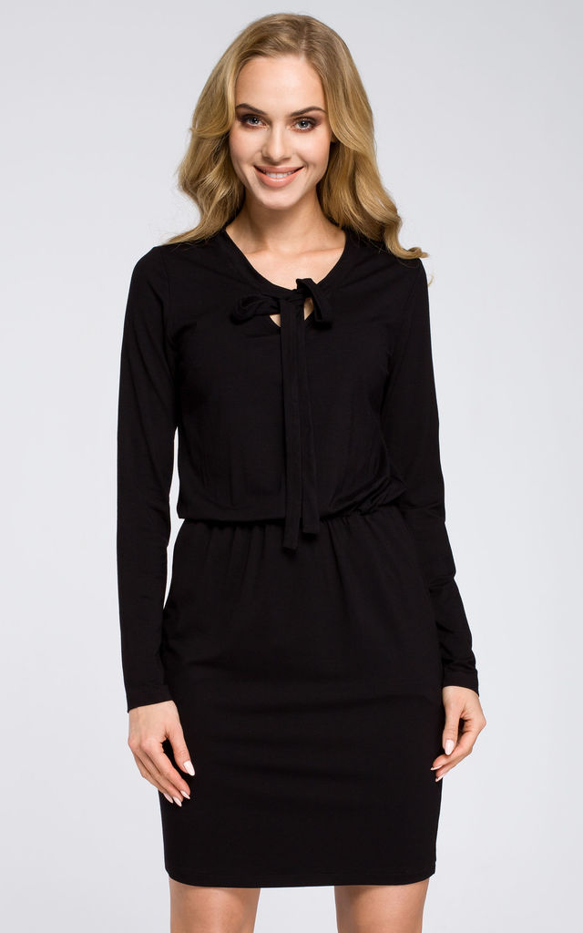 Black fitted dress with long sleeves side pockets and flattering bow tie by MOE