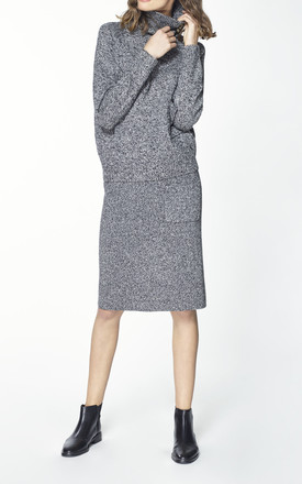 Knitted skirt with side pocket and back slit in marl grey by Paisie