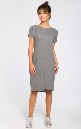 Grey ribbed knit dress with front pockets by MOE