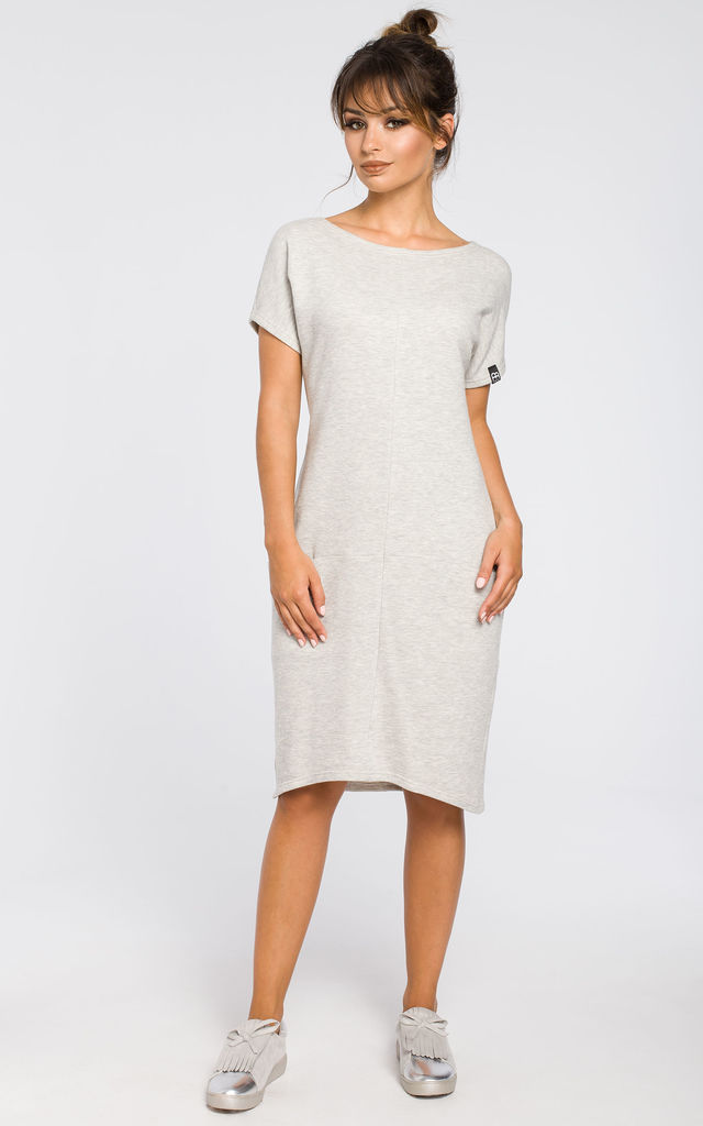 Light grey ribbed knit dress with front pockets by MOE