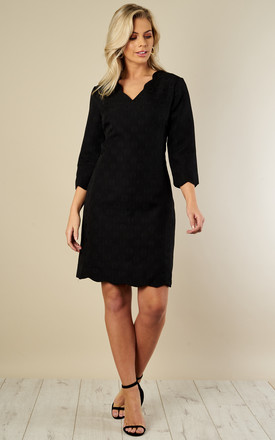 Black Scallop Textured Shift Dress by Bella and Blue Product photo