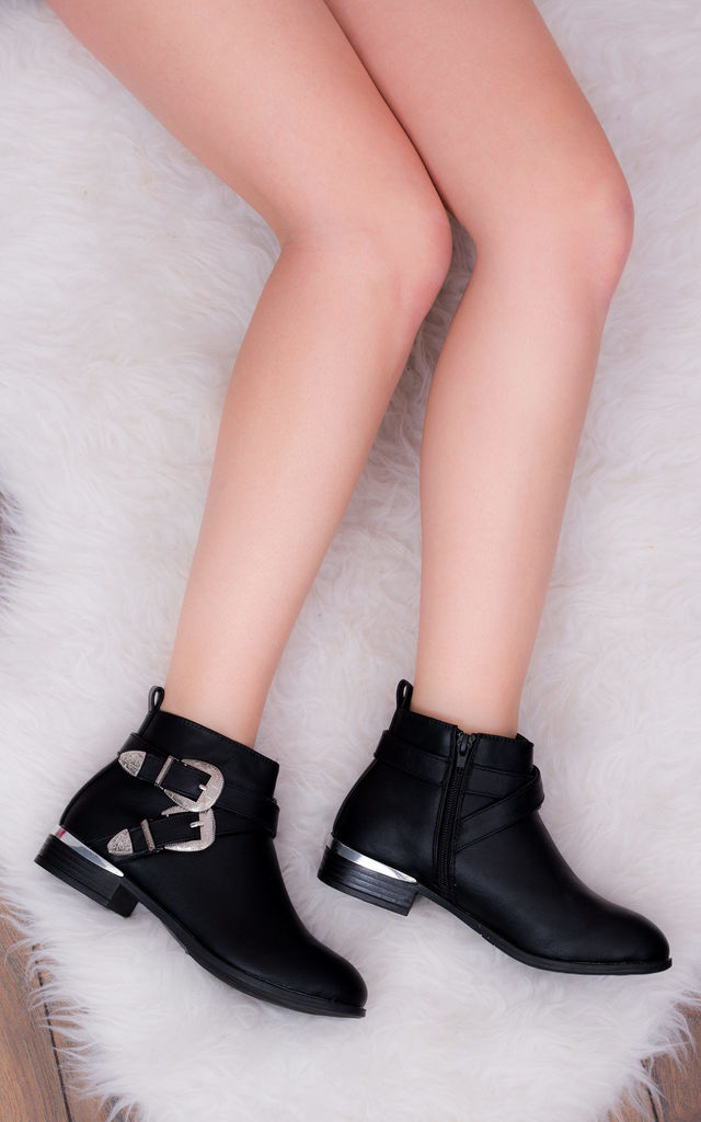 ON DUTY Cowboy Western Flat Ankle Boots Shoes - Black Leather Style by SpyLoveBuy