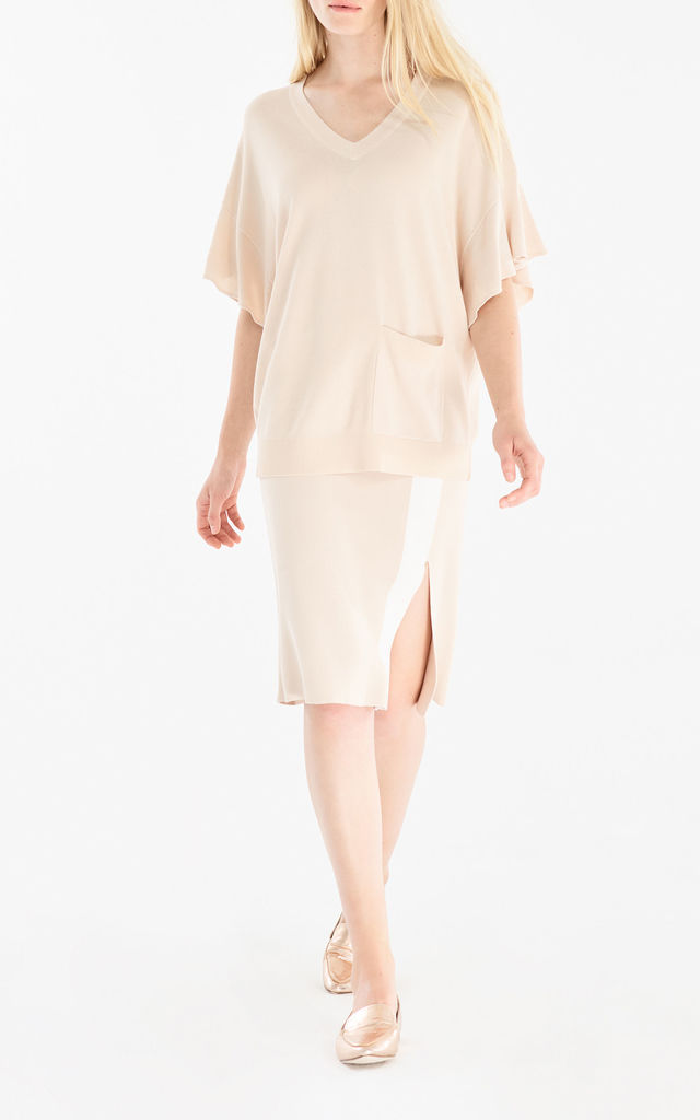 Knitted v-neck top with frill sleeves and front pocket in beige by Paisie
