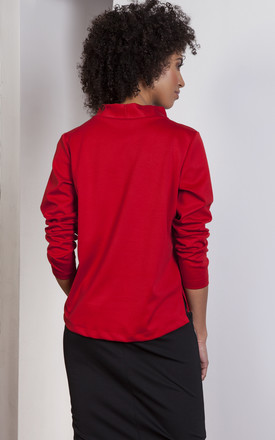 Red trapeze sweatshirt with a stand-up collar by Lanti
