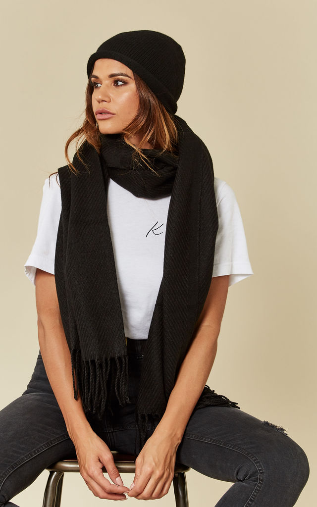 Black long scarf and wooly hat set by Pieces