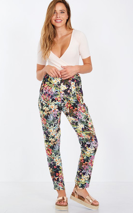 LUCRECIA – Flower Print Joggers Zip Pockets Trousers by Blue Vanilla