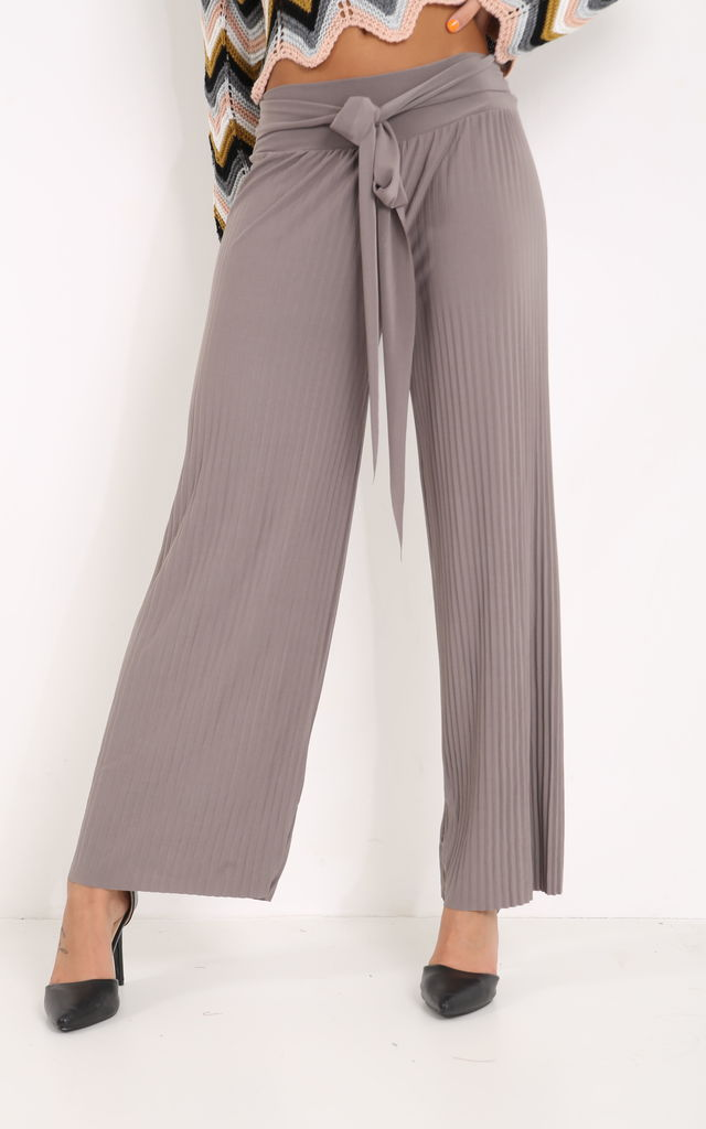 8f09efff Belted Pleated Trouser | PRETTY AND PARTY | SilkFred