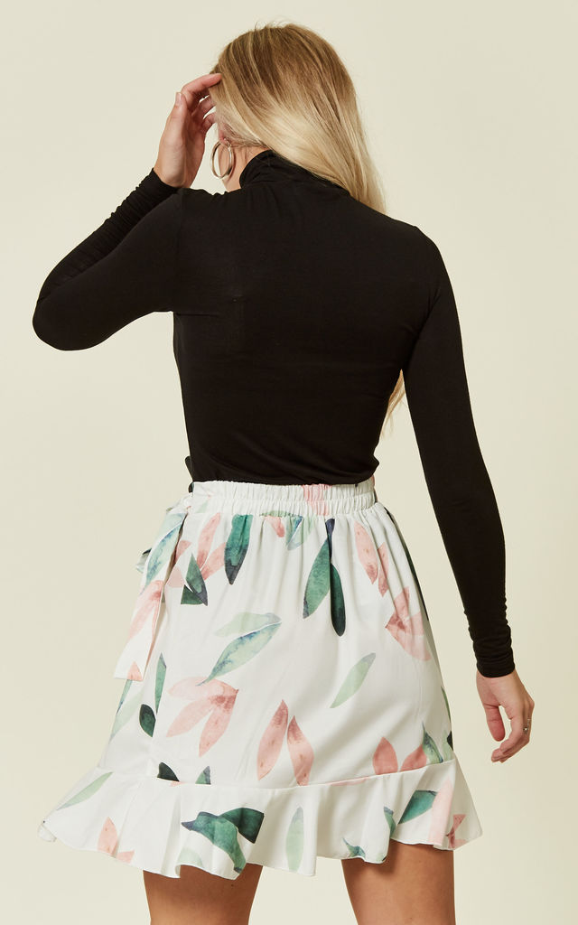 Floral Print White Mini Skirt by Oeuvre