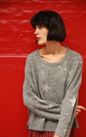 Long Sleeve Jumper with Star Print and Distressed Details in Light Grey by CY Boutique